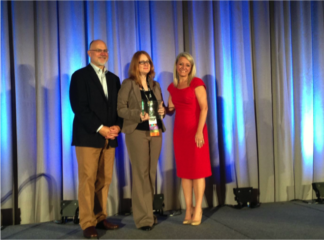 Image of Phoebe Ballard receiving her Blackboard Catalyst Award for exemplary course design at Blackboard World.